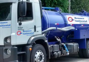 Funcionamento do caminhão de limpa fossa